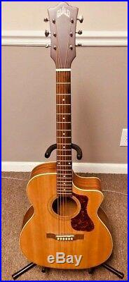 Guild Westerly Om-240ce Acoustic Electric Guitar With Case