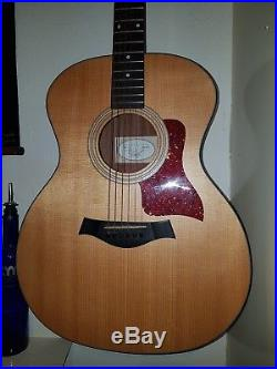 TAYLOR 114e Grand Auditorium Acoustic-Electric Guitar. Great Condition